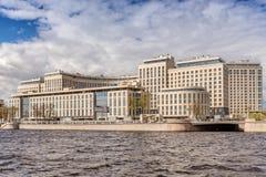 Nieuwe elite woon complexe ` Rivieroever ` op de Ushakovskaya-dijk op de banken van Bolshaya Nevka in St. Petersburg royalty-vrije stock afbeelding