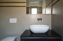 Nieuwe flat, badkamers royalty-vrije stock afbeeldingen