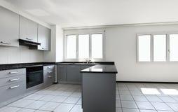 Nieuwe flat, lege keuken Royalty-vrije Stock Foto