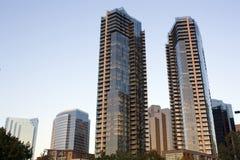 Nieuwe flatgebouwen binnen de stad in Royalty-vrije Stock Afbeelding