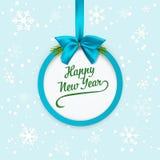 Nieuwe het hele jaar door banner met blauwe lint en boog Cirkelkaart met spartakken De achtergrond van Kerstmis met sneeuwvlokken Stock Foto's