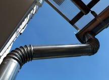 Nieuwe het waterleider en downspout van de metaalregen, eavestrough stock foto