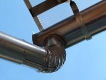Nieuwe het waterleider en downspout van de metaalregen, eavestrough stock afbeelding