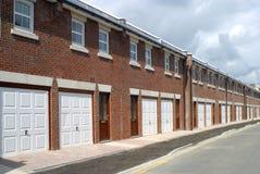 Nieuwe huizen - het UK stock afbeeldingen