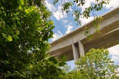 Nieuwe I-71 Jeremiah Morrow Bridges over Weinig Kloof van Miami stock foto