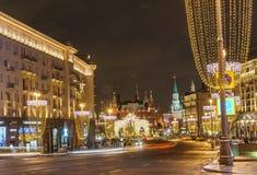 Nieuwe jaar` s vooravond: Beautuful verfraaide en verlichtte de stad van Moskou, Rusland royalty-vrije stock foto's