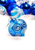 Nieuwe jaarachtergrond met decoratie blauwe bal Stock Foto