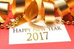 Nieuwe jaargroeten met gouden decoratie Stock Foto's