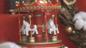 Nieuwe jaarherinnering - stuk speelgoed carrousel stock videobeelden
