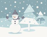 Nieuwe jaaruitnodiging De winterlandschap met een sneeuwman en een Kerstboom Royalty-vrije Stock Fotografie
