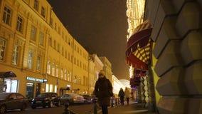 Nieuwe jaarverlichting op het gebouw stock videobeelden