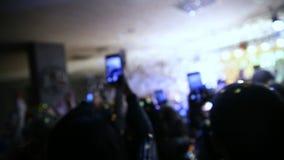 Nieuwe jaarviering De disco, Banket, mensen vertroebelde het achtergrond dansen stock videobeelden