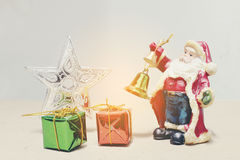 Nieuwe jaren en van de Kerstmisgift van Kerstmisdeco de doos en Santa Claus Stock Afbeeldingen