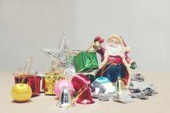 Nieuwe jaren en van de Kerstmisgift van Kerstmisdeco de doos en Santa Claus Stock Foto