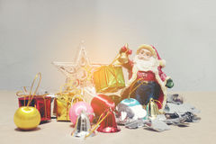 Nieuwe jaren en van de Kerstmisgift van Kerstmisdeco de doos en Santa Claus Royalty-vrije Stock Fotografie