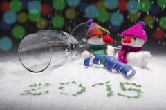 Nieuwe jarendecoratie met de Kerstman, sneeuwmens, champagnefluit Stock Foto's