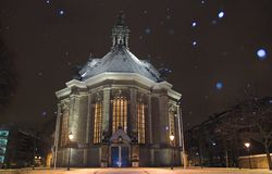 Nieuwe Kerk Den Haag covered in snow at night, while snowing Stock Photo