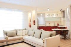 Nieuwe keuken in een modern huis Royalty-vrije Stock Afbeelding