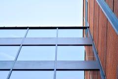 Nieuwe kracht gegeven baksteengebouwen stock afbeelding