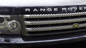 Nieuwe Landrover Range Rover, Bumper en traliewerk met koplampen stock videobeelden