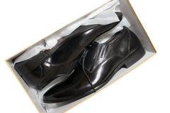 Nieuwe leerschoenen in doos Stock Fotografie