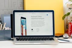 Nieuwe MacBook Pro-retina met aanrakingsbar met nieuw toetsenbord en trac royalty-vrije stock afbeelding