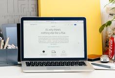 Nieuwe MacBook Pro-retina met MacOs-siërra stock afbeeldingen