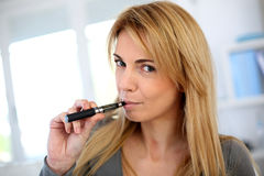 Nieuwe manier ophouden met rokend Stock Afbeeldingen