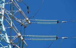 Nieuwe mast van machtslijnen stock afbeeldingen