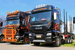 Nieuwe MENS en Scania die Vrachtwagens op een Show registreren stock afbeelding