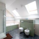 Nieuwe moderne badkamers Stock Afbeelding