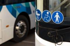 Nieuwe moderne bussen op LPG stock afbeeldingen