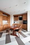 Nieuwe moderne keuken Stock Afbeeldingen
