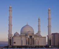 Nieuwe moskee in Astana op een de winteravond. Royalty-vrije Stock Afbeelding