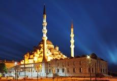 Nieuwe Moskee bij nacht, camii Istanboel - Yeni stock foto's