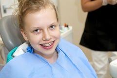 Nieuwe orthodontische steun stock foto
