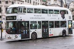 Nieuwe Routemaster in Witte Livrei in Trafalgar Square royalty-vrije stock fotografie