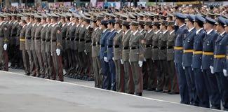 Nieuwe Servische ambtenaren op parade Stock Foto's