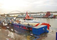 Nieuwe sleepboten bij een Nederlandse scheepswerf. Nederland Stock Fotografie