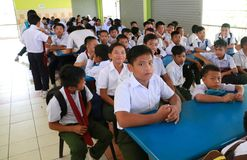Nieuwe studenten die op registratie op hun richtlijnweek wachten Stock Foto