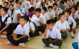 Nieuwe studenten die op registratie op hun richtlijnweek wachten Stock Fotografie