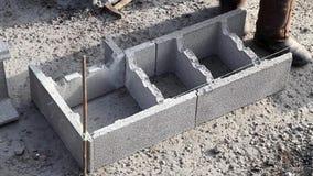 Nieuwe technologie van bouwbasis, de eerste fase van een losgemaakt huis stock video
