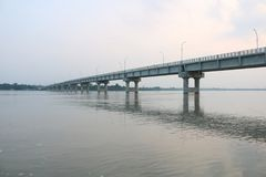 Nieuwe Tista Bridge Mohipur Ghat Rangpur op de Grootste Tista-rivier van Bangladesh stock foto's