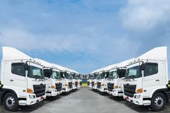 Nieuwe vrachtwagens royalty-vrije stock afbeelding