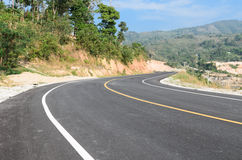 Nieuwe weg aan heuvel Stock Foto's