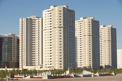 Nieuwe woonwijkgebouwen buiten in Astana, Kazachstan Stock Afbeelding