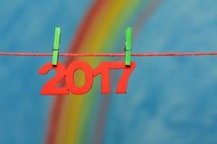 2017 nieuwe Year's-Vooravondaantallen met regenboog en hemel Royalty-vrije Stock Foto's