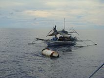 Nieuwighedenpayaos door de artisanale handlijnvisserij wordt gebruikt voor geelvintonijn in de Filippijnen die royalty-vrije stock foto