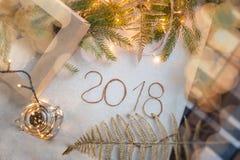 Nieuwjaar 2018 achtergrond, Nieuwjaar 2018 samenstelling Hoogste mening, van Nieuwjaar 2018 feestelijk stilleven Royalty-vrije Stock Foto's