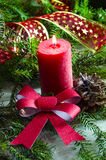 Nieuwjaar en Kerstmisachtergrond met kaarsen verfraaide Kerstboom Royalty-vrije Stock Foto